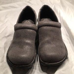 BOC grey clogs NWOT size 6 1/2